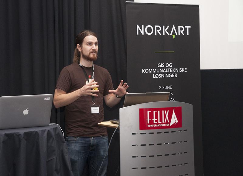 Atle Frenvik Sveen fra Bouvet snakket engasjert om hva åpen programvare betyr